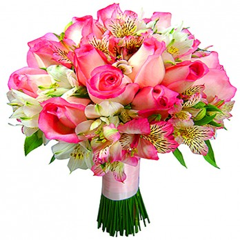 Buquê de noivas com rosas claras e alstroemerias