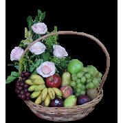 Cesta especial com flores e frutas