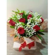 bouquet na caixa com 6 rosas