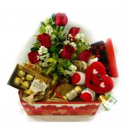 Bandeja com Flores, Ferrero Rocher e Coração de Pelucia