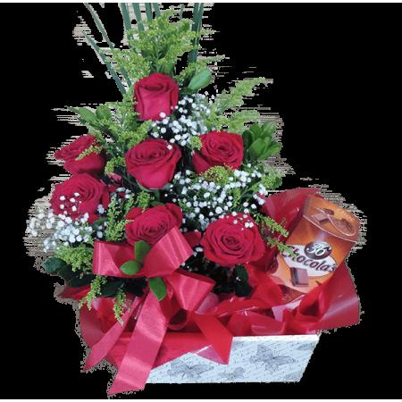 Cesta encanto de rosas e chocolate belga