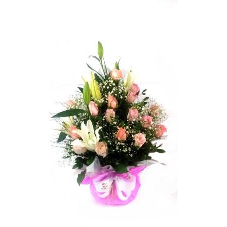 Arranjo surpresa de rosas e lírio