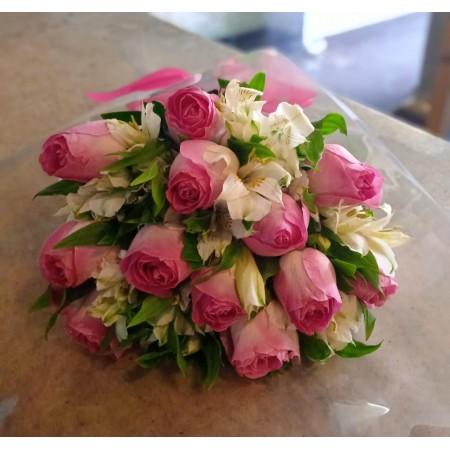 Bouquet de rosas e alstroemeria tradicional